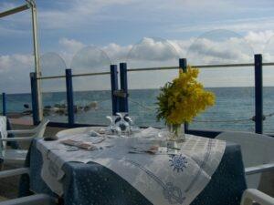 Bordighera. Restaurant direkt am Meer. Urlaub im Ferienhaus an der italienischen Riviera in Ligurien
