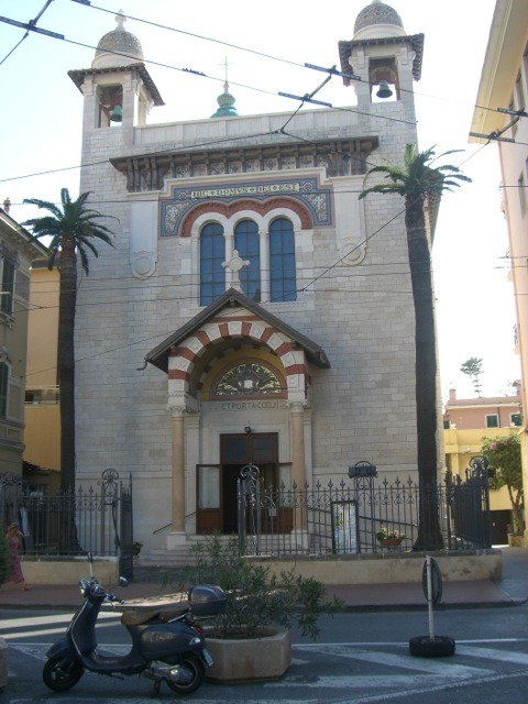 Bordighera. Das Oratorium St. Bartholomäus mit den Palmen. Urlaub an der italienischen Riviera im Ferienhaus in Ligurien
