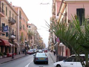Bordighera. Via Vittorio Veneto. Urlaub an der italienischen Riviera im Ferienhaus in Ligurien