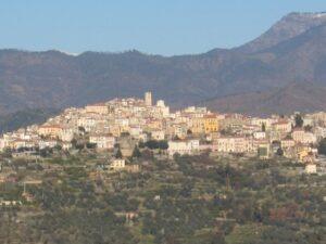 Perinaldo. Spazierweg in der Umgebung von Casa Rochin bei Dolceacqua