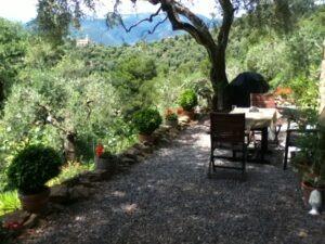 Dolceacqua. Ferienhaus in Ligurien an der italienischen Riviera. Blick auf San Gregorio