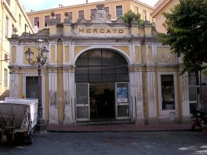 Imperia. Porto Maurizio. Ferien in Ligurien an der Blumenriviera