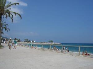 Menton Boulevard am Strand. Urlaub im Ferienhaus in Ligurien an der italienischen Riviera
