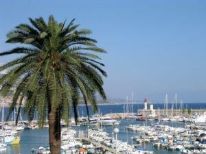 Menton. Der Yachthafen. Urlaub an der italienischen Riviera im Ferienhaus bei Dolceacqua in Ligurien