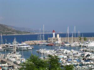 Menton. Hafen. Urlaub an der italienischen Riviera in Ligurien.