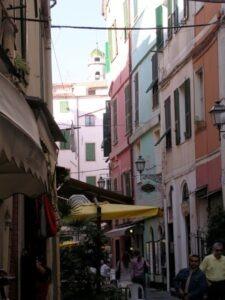 San Remo, kleine Gasse in der Altstadt....Im Urlaub an der italienischen Riviera in Ligurien