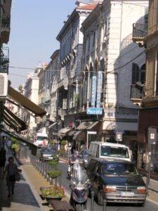 San Remo Via Mateotti, als sie noch keine Fußgängerzone war. Im Urlaub an der italienischen Rivier