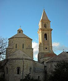 Ventimiglia Kathedrale Santa Maria Assunta mit rechteckigem Baptisterium