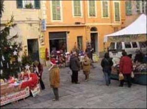 Weihnachtsstimmung in Dolceacqua. Urlaub in Ligurien an der italienischen Riviera.