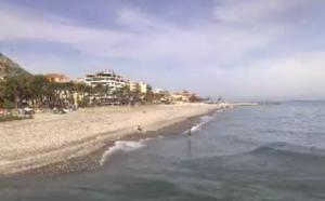 am Strand von Ventimiglia, italienische Riviera in Ligurien