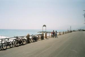 Bordighera. Der Boulevard in der Mittagshitze. Urlaub an der italienischen Riviera im Ferienhaus bei Dolceacqua in Ligurien