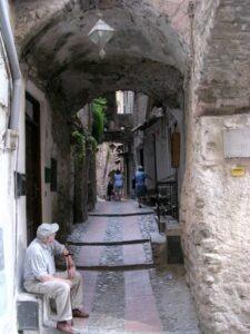 weit ab vom Trubel.... eine Gasse im Centro Storico von Doceacqua Ligurien