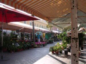 Nizza. Blumenmarkt. Urlaub an der italienischen Riviera