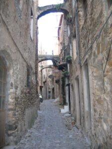 Bussana Vecchia-San Remo. Urlaub an der italienischen Riviera im Ferienhaus in Ligurien