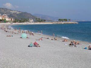 Menton am Strand. Unser Ferienhaus in Ligurien im Urlaub an der italienischen Riviera