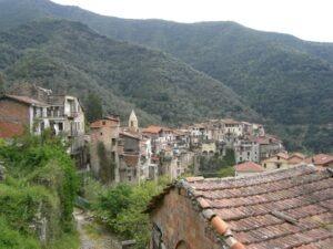 Rochetta Nervina. Dorf im Hinterland bei Dolceacqua. Im Urlaub an der italienischen Riviera im Ferienhaus Casa Rochin in Ligurien