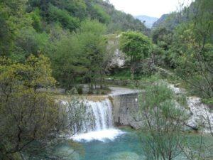 Rochetta Nervina. Dorf im Hinterland. Der Torrente Barbaira. Urlaub an der italienischen Riviera im Ferienhaus in Ligurien