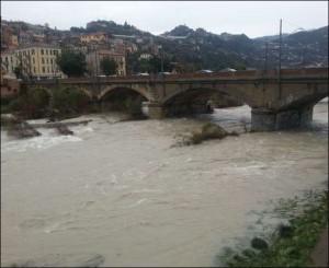 Ventimiglia. Die Roja bei Hochwasser zu Weihnachten