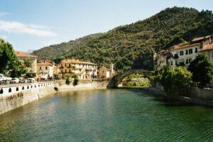 Dolceacqua an der Riviera di Ponente in Ligurien. Ferien an der italienischen Riviera