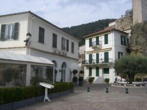 Roquebrune. Place des Deux Frères. Urlaub an der italienischen Riviera in Ligurien.