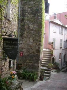"""Roquebrune. Restaurant """"Au Grand Inquisiteur"""". Urlaub an der italienischen Riviera in LIgurien"""