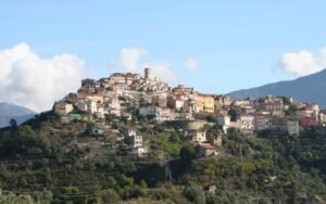 Perinaldo im Hinterland der italienischen Riviera