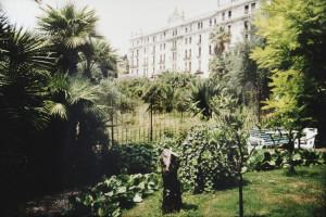 Der Garten von Hotel Villa Elisa im Hintergrund Angst