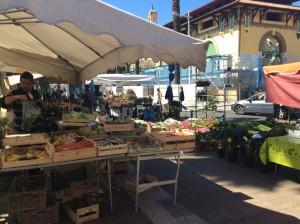 Menton. Freitagsmarkt bei der Markthalle