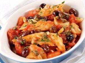 Stockfisch mit kartoffeln tomaten und pinienkernen