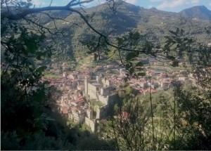 Blick von oben auf Dolceacqua