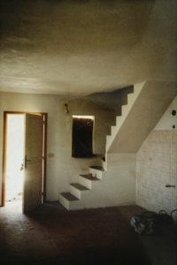 Kuechenbereich mit Treppe nach oben