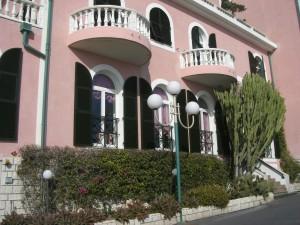 Bordighera Piccolo Lido. Hotel am Strandboulevard