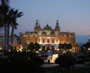 Das berühmte Casino von Monte Carlo. Urlaub an der italienischen Riviera in Ligurien