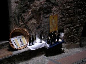 Dolceacqua Slow Food Rossesse Verkauf. Urlaub an der italienischen Riviera in Ligurien