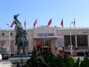 Das Casino von Menton direkt vor der Kulisse vom Zitronenfest