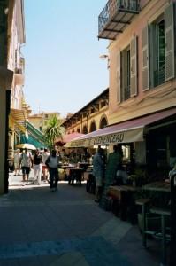 Menton. Hinter der Markthalle. Urlaub an der italienischen Riviera in Ligurien