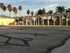 Menton vor dem Cocteau Museum. Urlaub an der italienischen Riviera im Ferienhaus in Ligurien