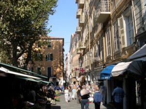 San Remo beim Blumenmarkt. Urlaub an der italienischen Riviera im Ferienhaus bei Dolceacqua in Ligurien