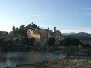 Ventimiglia Roya mit Altstadt. Urlaub an der italienischen Riviera in Ligurien im Ferienhaus Casa Rochin