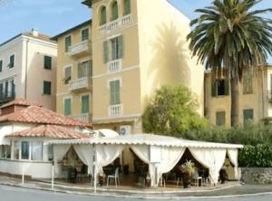 """Ventimiglia Restaurant in der Altstadt. Hier speisen auch die Geissens (""""eine schrecklich glamoureuse Familie"""")"""