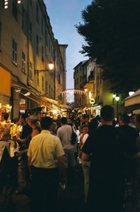 Menton, Einkaufsbummel an einem Sommerabend