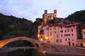 Dolceacqua an der italienischen Riviera in Ligurien