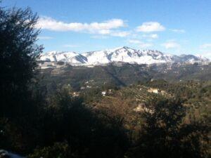 Ausblick vom Ferienhaus Casa Rochin auf den Monte Grammondo zwei Tage nach dem Schneechaos