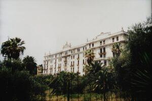 Hotel Angst in Bordighera an der italienischen Riviera,wird im Moment restauriert....das dauert