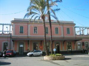 Der Bahnhof von Bordighera an der italienischen Riviera