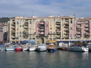 Nizza. alter Hafen. Urlaub an der italienischen Riviera in Ligurien
