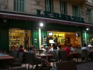 Menton. Im Urlaub an der italienischen Riviera. Brasserie La Brazza.