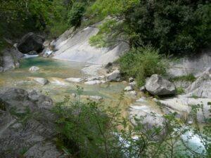 Die Gumpen von Rochetta Nervina. Dorf im Hinterland. Urlaub an der italienischen Riviera im Ferienhaus Casa Rochin bei Dolceacqua in Ligurien