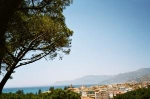 Bordighera. Vor der Altstadt Blick von oben. Urlaub an der italienischen Riviera in Ligurien
