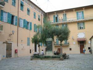 Bordighera. Altstadt mit Casa di Riposo. Urlaub an der italienischen Riviera in Ligurien